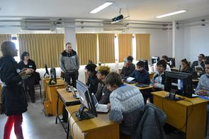 Charla-taller para estudiantes de escuelas secundarias.